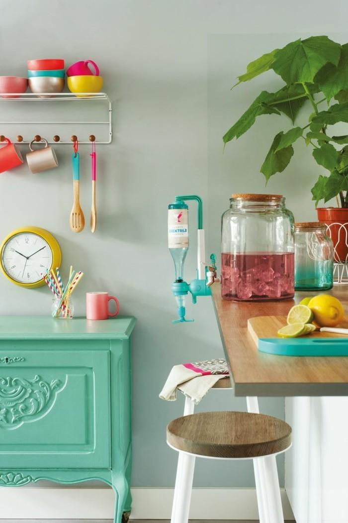 farben kombinieren wohnideen küche farbige möbelstücke pflanze