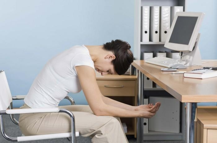 büro übungen dehnungen gesundes sitzen am arbeitsplatz