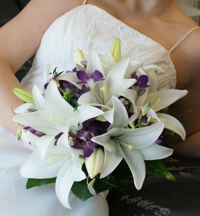 blumenstrauß vintage lilien weiss