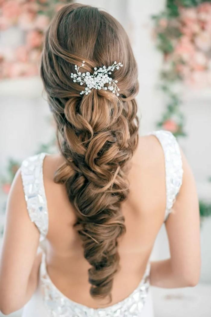brautfrisuren ausgefallene frisur für langes haar mit haarschmuck