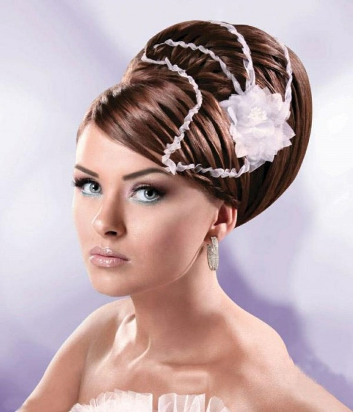 schöne- frisuren für frauen elegante hochsteckfrisur mit schmuck