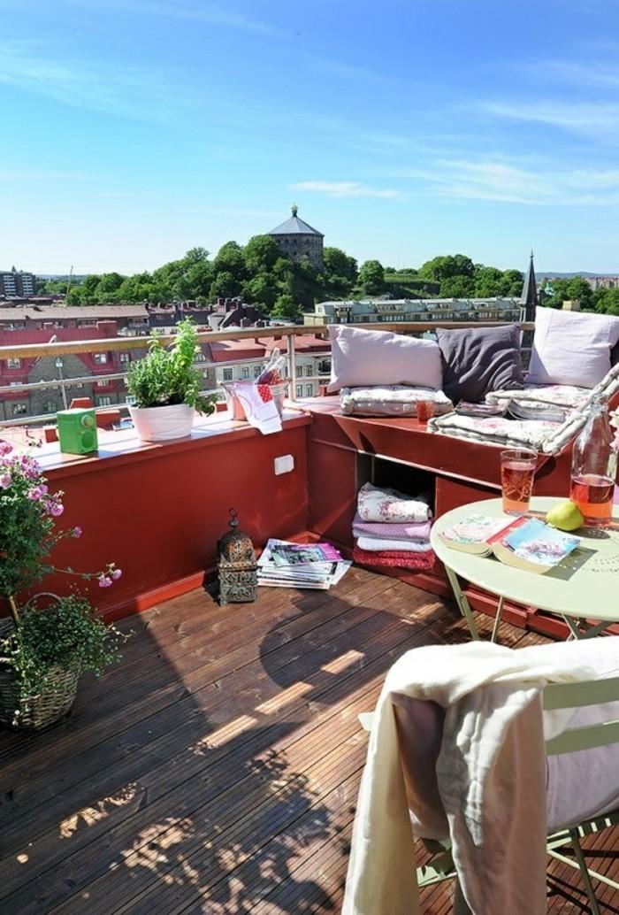 dachterrasse terrassenmöbel und pflanzen holzboden