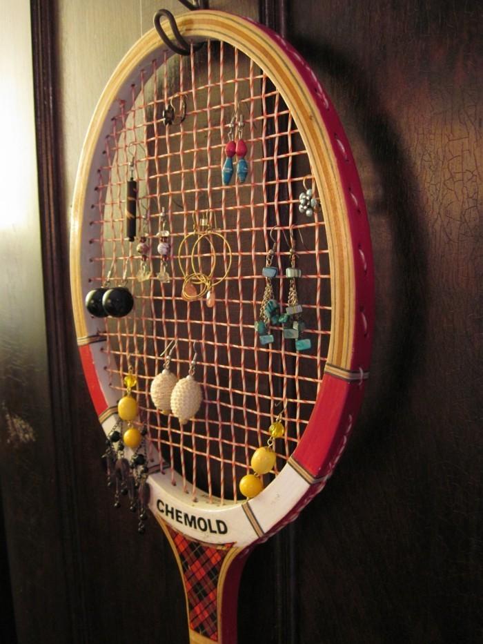 deko selber machen und tennisschläger als aufbewahrung für schmuck benutzen