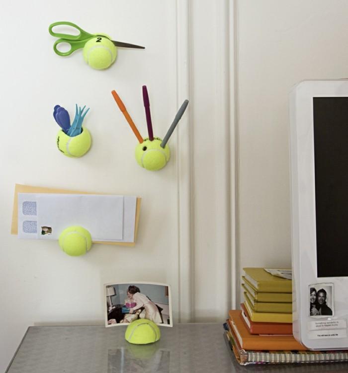 diy deko mit tennisbällen für die wand