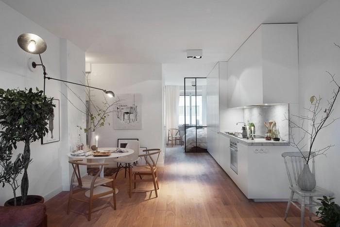 esszimmer modern runder esstisch und schöne stühle im skandinavischer stil