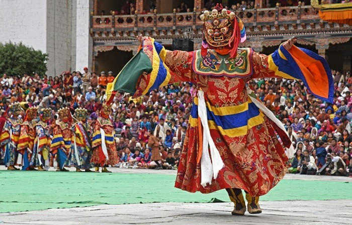 ethnischer kostüm aus dem fest in burkina faso