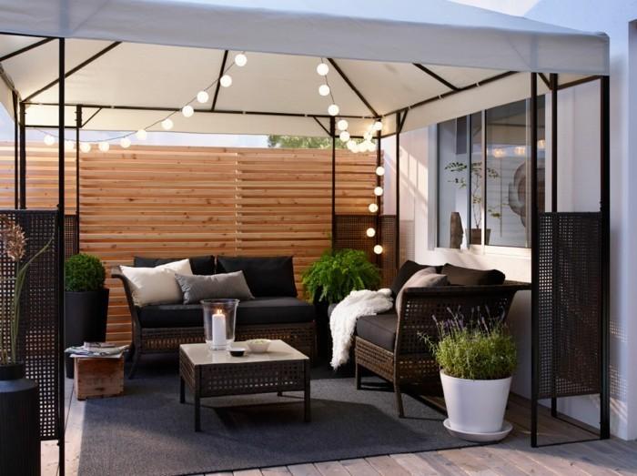 Garten sitzecke 99 ideen wie sie ein outdoor wohnzimmer for Balkon teppich mit tapeten wohnzimmer bauhaus