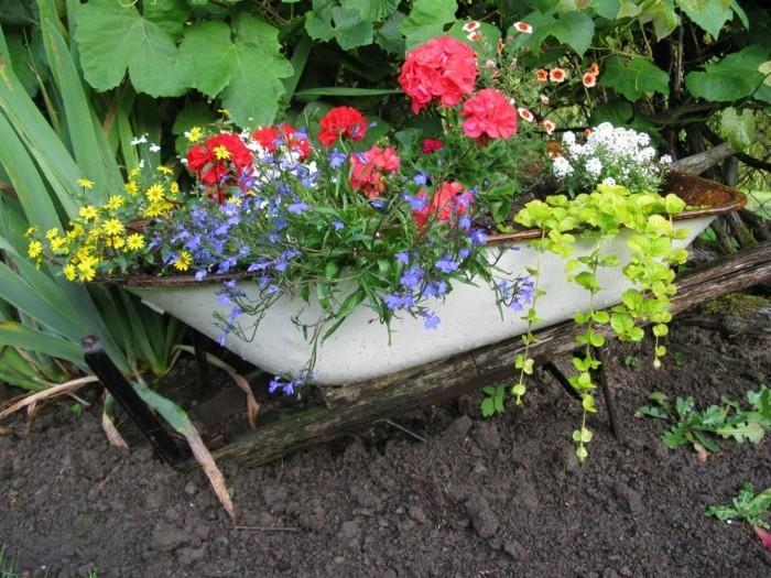 Günstig Gartengestaltung Gartendeko Mit Blumen Upcycling 55 Günstige  Gartenideen: Einen Schönen Garten Mit Wenig Geld Gestalten!