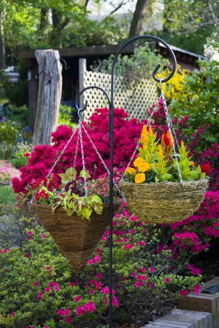 gartenideen mit hängeblumen dekorieren