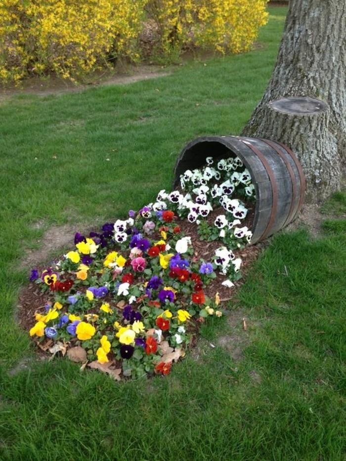 Uberlegen Gartenideen Mit Stiefmütterchen Und Altem Weinfass 55 Günstige Gartenideen:  Einen Schönen Garten Mit Wenig Geld Gestalten!