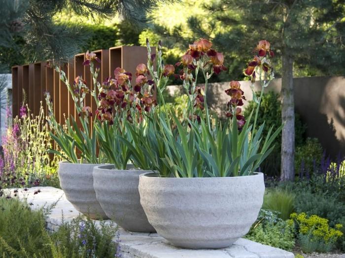 gartenideen riesengroße pflanzentöpfe aus beton