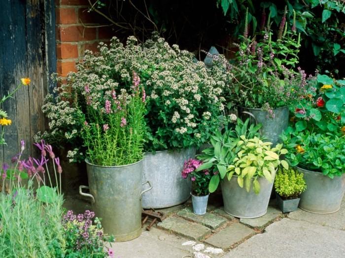 gartenideen schöne pflanzencontainer machen den außenbereich frischer