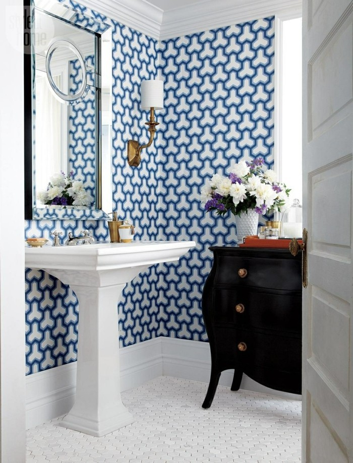 geometrische figuren im badezimmer