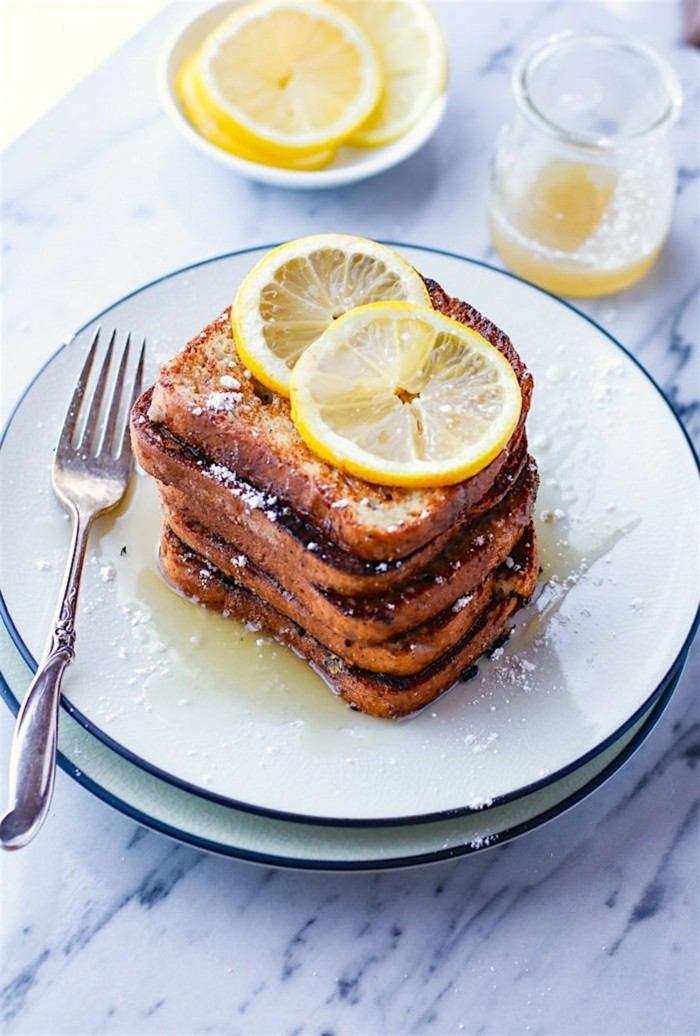 gesund frühstücken glutenfreie toasts mit zirtone und honig