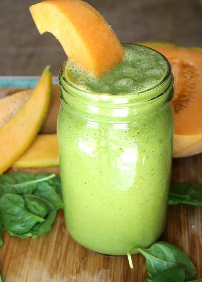 gesund frühstücken smoothie zubereiten aus honigmelone und spinat