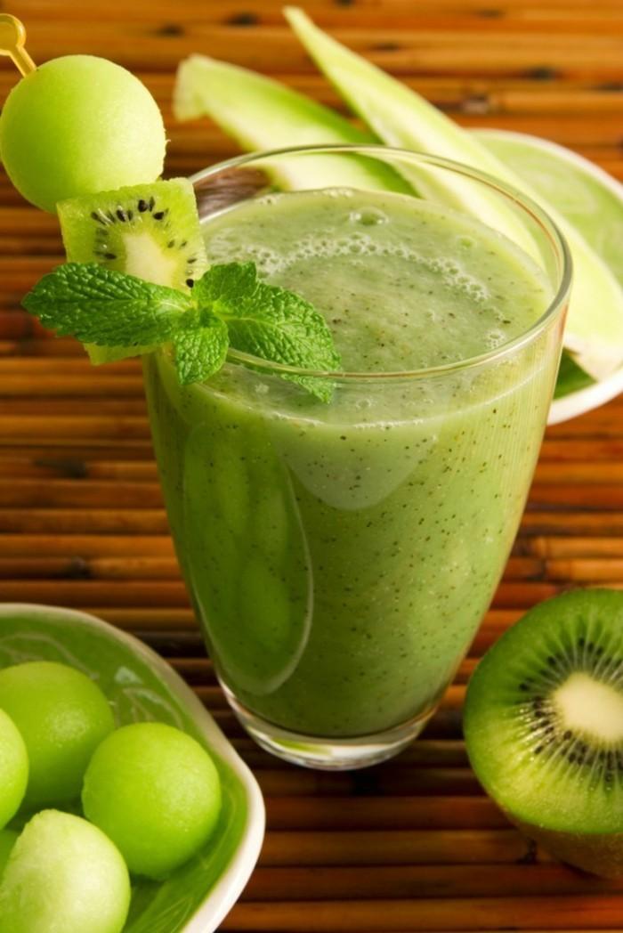 gesunde frühstücksideen smoothie zubereiten aus kiwi