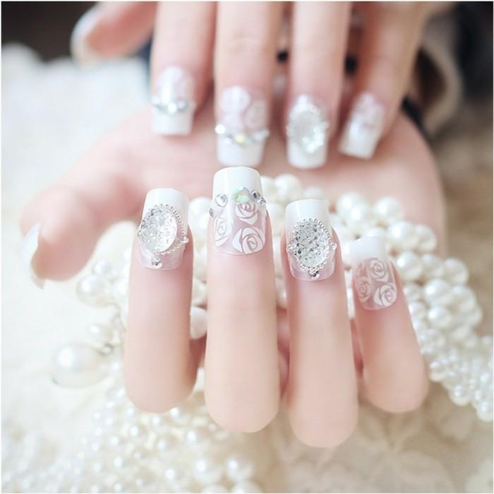 glitersteine perlen blumen weisser nagellack maniküre für hochzeit