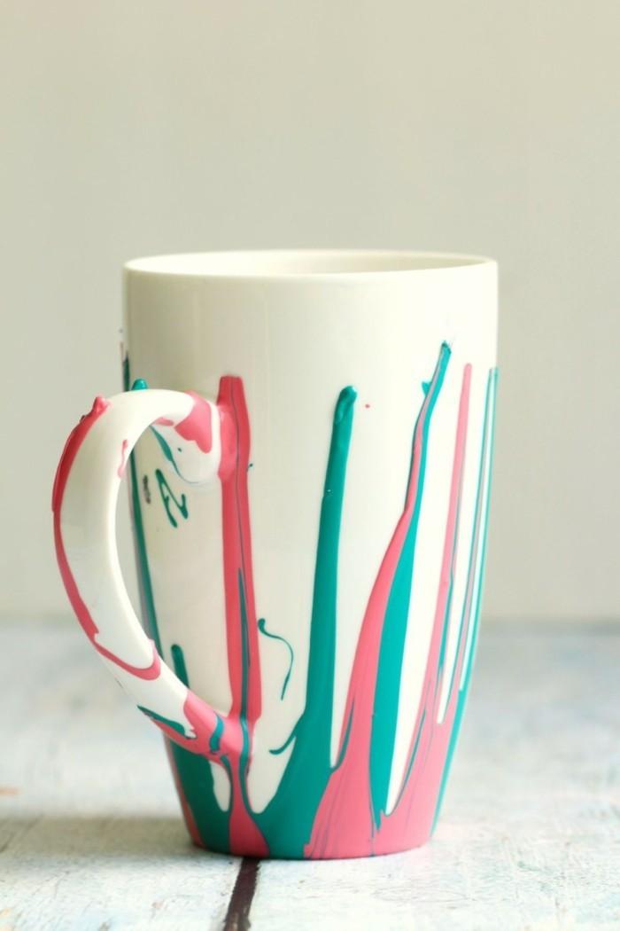 grelle farben begeistern auf einer tasse