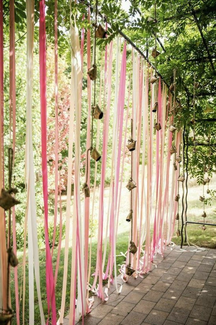 hochzeitsfeier gartenhochzeit organisieren und für eine frische dekoration sorgen