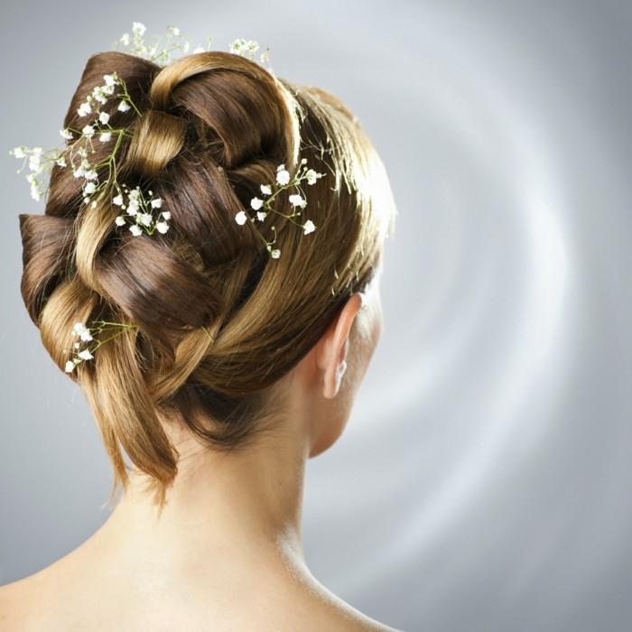 hochzeitsfrisuren elegante hochsteckfrisur mit haaraccessoires für sanften look