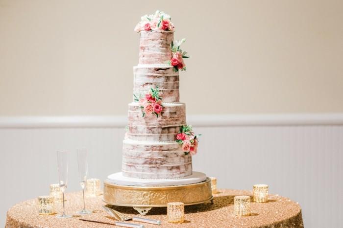 hochzeitstorten trends 2017 semi naked cake etagen torte mit echten rosen