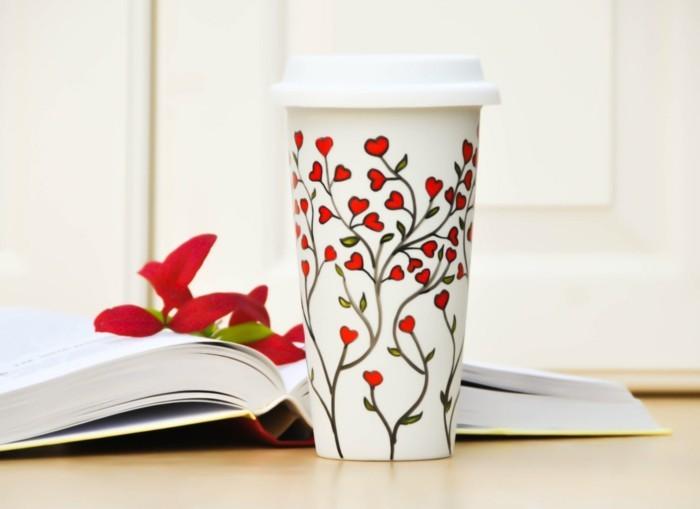 kaffeetasse bemalen mit roten blumen