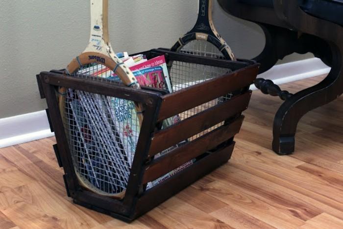 möbel selber bauen funktionaler aufbewahrungskorb mit tennisschlägern