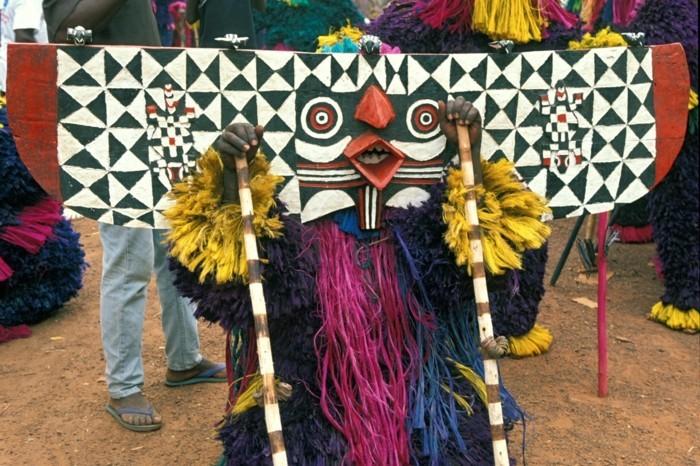 maske aus dem festima fest in burkina faso