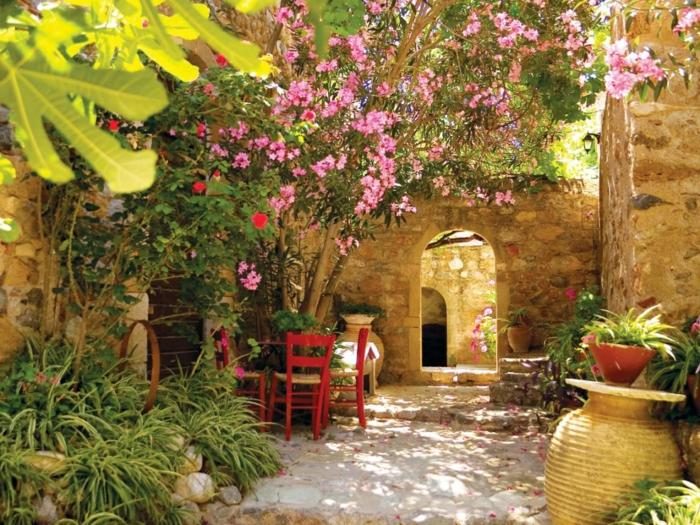 mediterrane-gartengestaltung-frische-und-farbige-ideen-steine-und-pflanzen