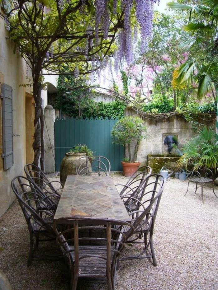 mediterrane gartengestaltung gartenmöbel und gartenpflanzen kies