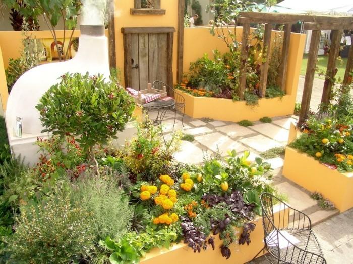 mediterrane gartengestaltung spanisches gartendesign mit vielen pflanzen