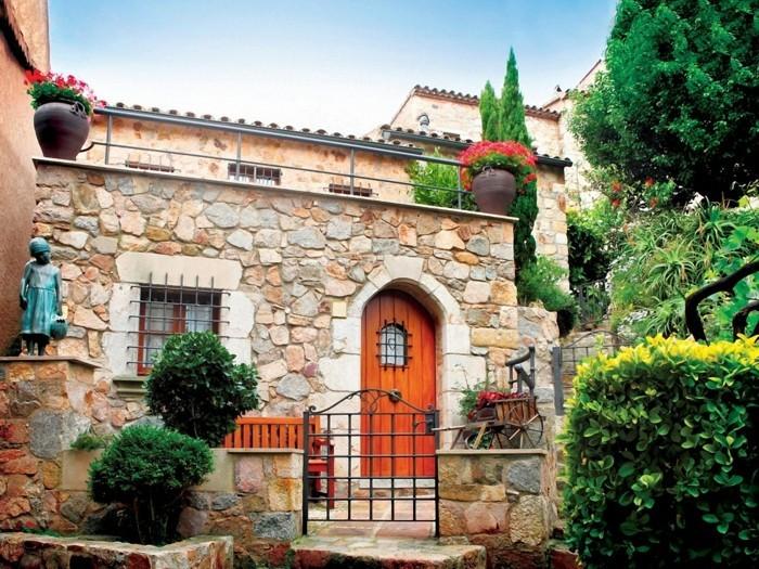 mediterraner garten design wunderschöne hausfassade