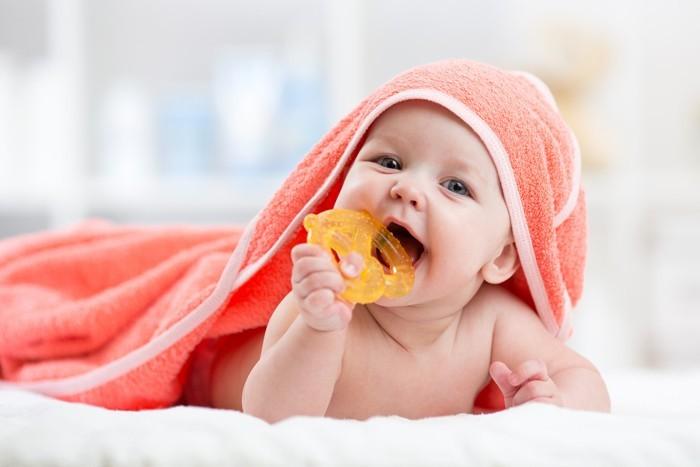 neugeborenes baby babybürste