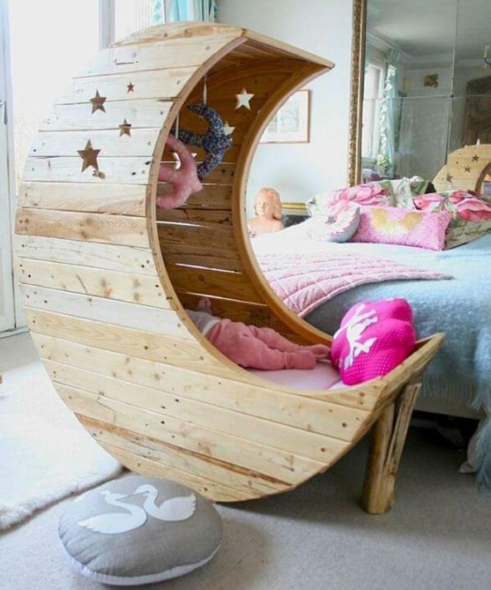palettenmöbel selber bauen babybett aus holz mit sternen