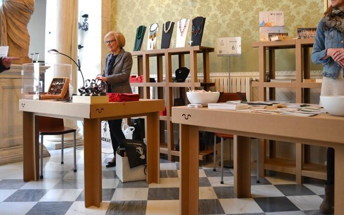 pappmoebel kartonmöbel bett aus karton luxus geschäft