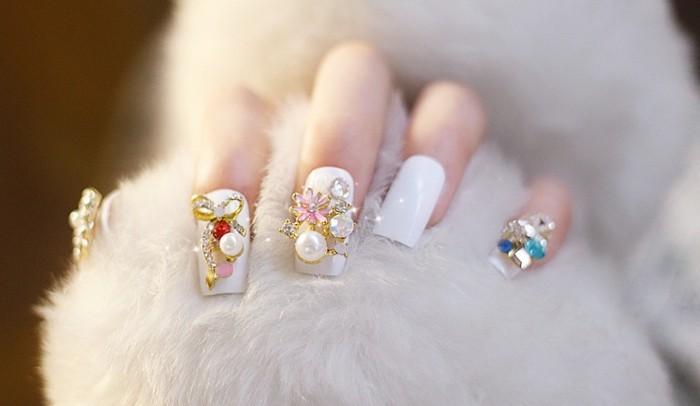 perlen glitzersteine weisser nagellack hochzeit