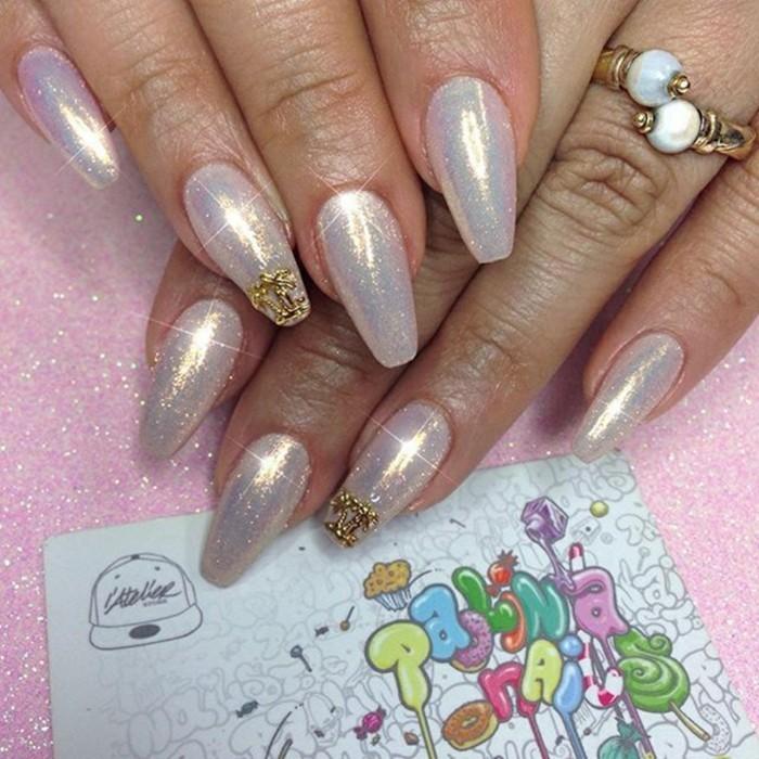 perlenglanz fingernägel gelnägel hochzeit goldelemente