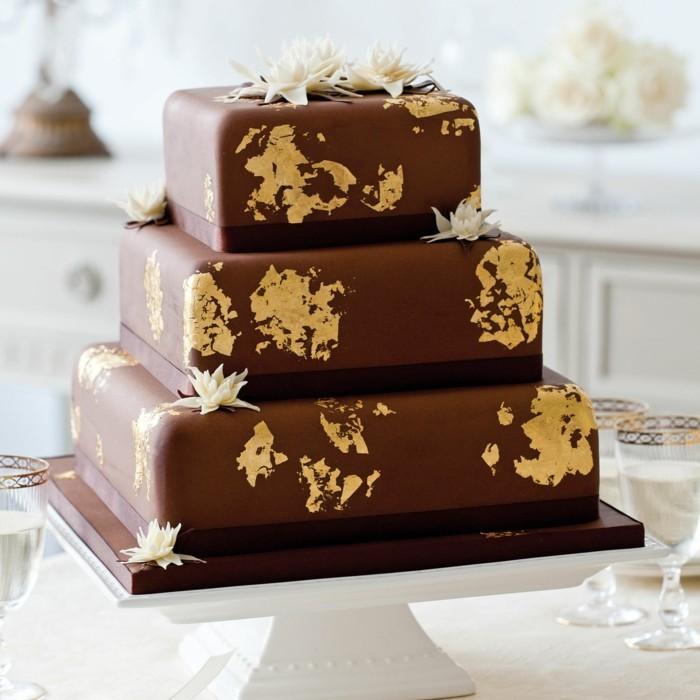quadratische schokoladentorte hochzeit gold lilien