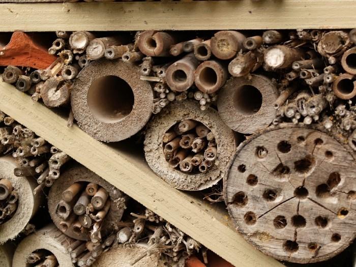 insektenhole mit den richtigen naturmaterialien fuellen