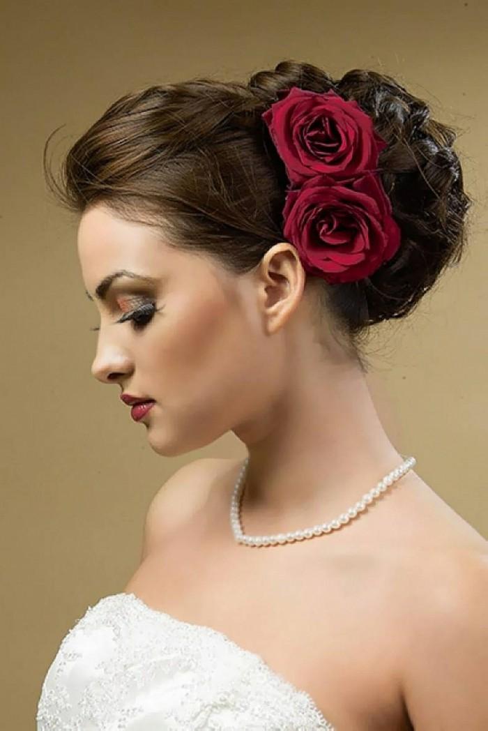 schöne frisuren für hochzeit elegante hochgesteckte frisur mit roten rosen