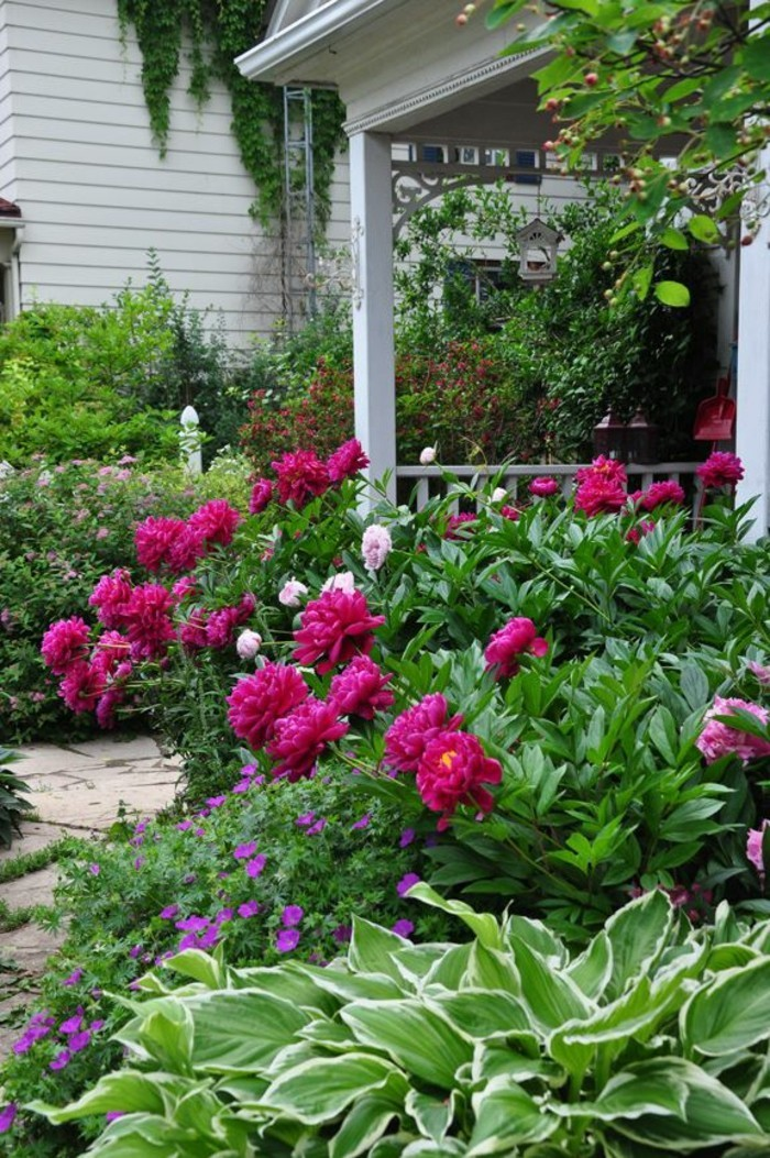 schöne gärten farben und formen kombinieren