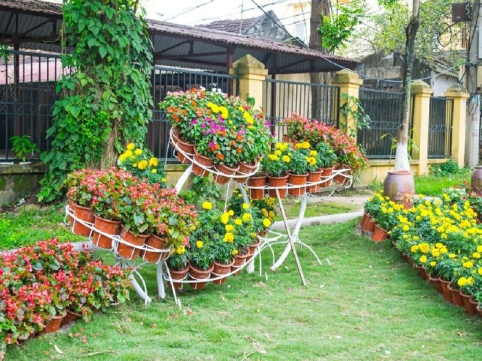 schöne gärten garten mit blumen dekorieren