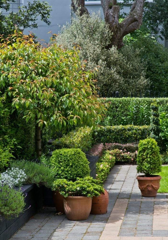 schöne gärten garten mit blumentöpfen gestalten