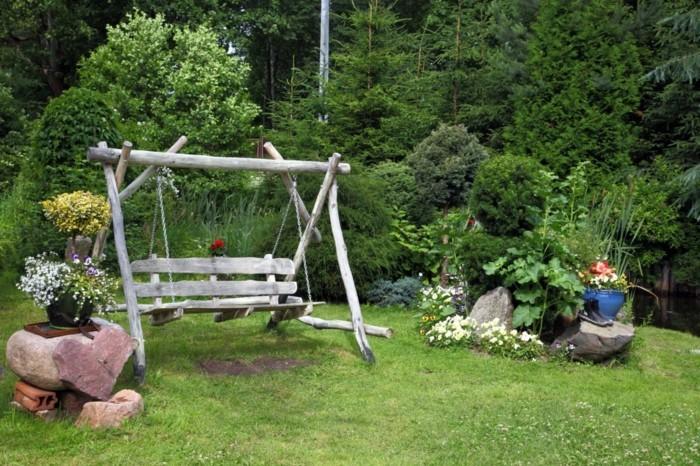 schöne gärten garten mit schaukel und steine als beistelltische