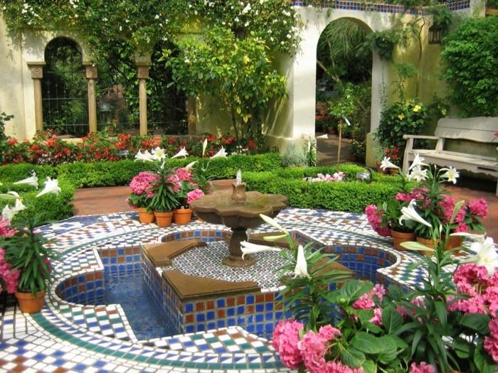 schöne gärten gartenblumen mit gartenfliesen kombinieren
