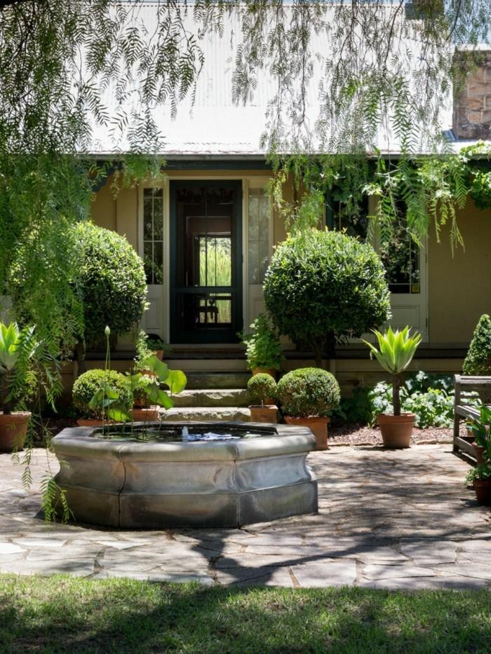 schöne gärten gartenbrunnen grüne pflanzen