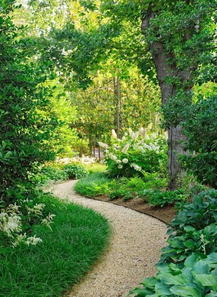 schöne gärten gartenweg mit kies und pflanzen