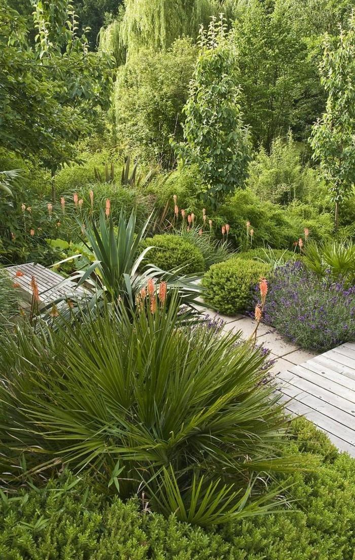 schöne gärten reiche bepflanzung im hinterhof