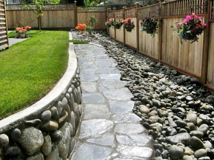 schöne gärten steingarten mit grünem rasen