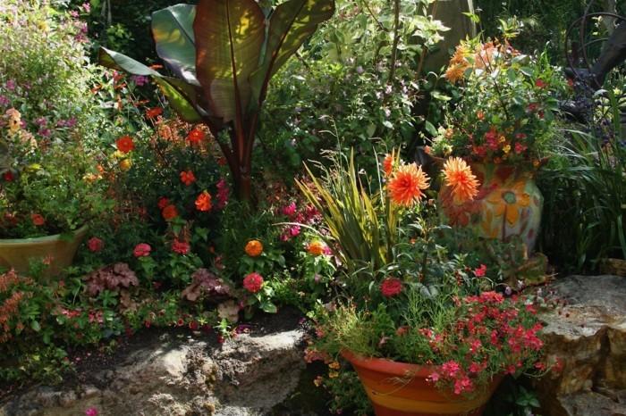 schöne gärten viele blumen erfrischen den außenbereich